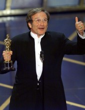 Robin Williams recebe o Oscar por Watchmen